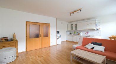 obývvací pokoj a kuchyn